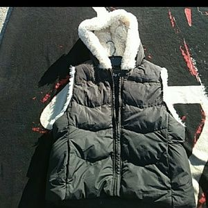 Juniors black puffer with SOFT faux FUR hood M
